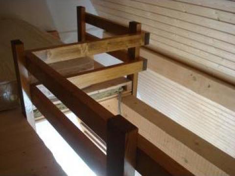 Scara lemn masiv de brad pentru spatii reduse