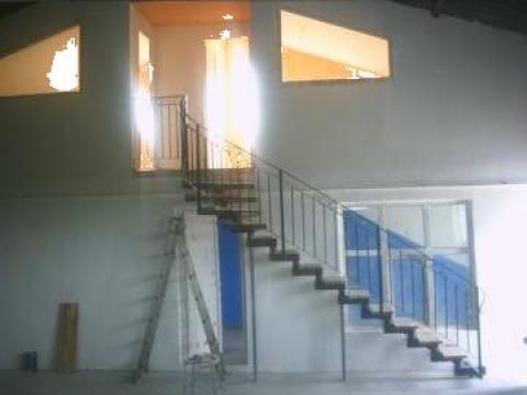 Scara interioara cu balustrada din fier forjat