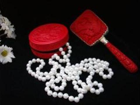 Set cadou din lac rosu cu pasare de la Amelie Deco Vintage
