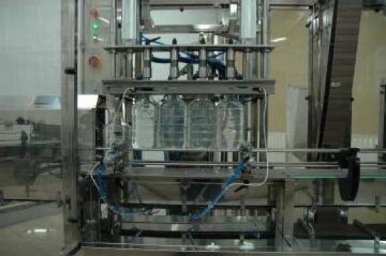 Dozator semiautomat cu modul de rasucire a capacelor
