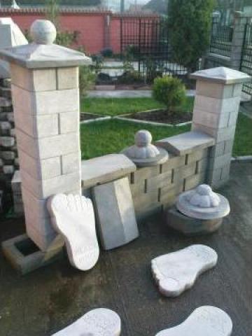 Boltari din beton pentru gard