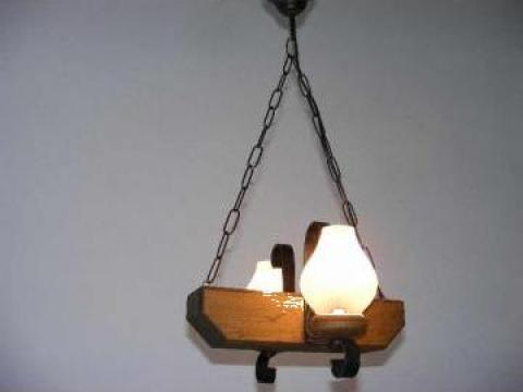 Lustra doua becuri, lemn antic, opait mat Trapez de la Exodus Lighting Srl