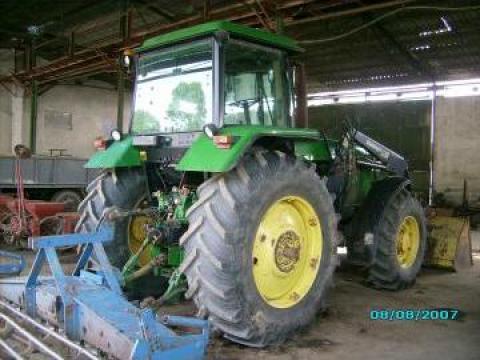 Tractor agricol John Deere de la Sc Comcereal Sa