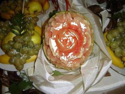 Aranjamente nunti, Sculptura in fructe, cascada de fructe de la Nuntadeciocolata.ro