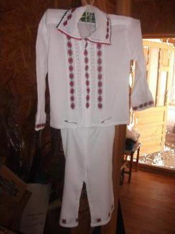 Costum popular baiat de la S.c. Myratis S.r.l.