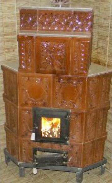 Soba teracota premontata pe colt de la Carpenul Mic