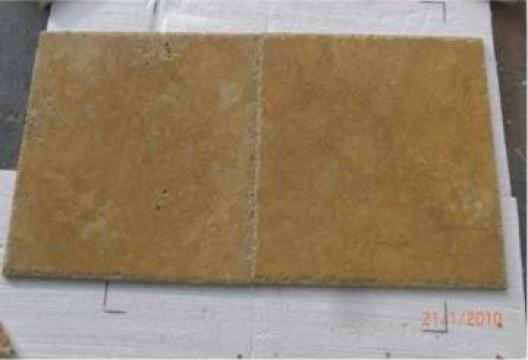 Placi Travertin Yellow Chiseled Edge 45.7x45.7x1.2cm de la Geo & Vlad Com Srl