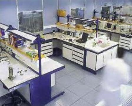 Masa laborator TRDX80 de la Radoxlab Grup Romania