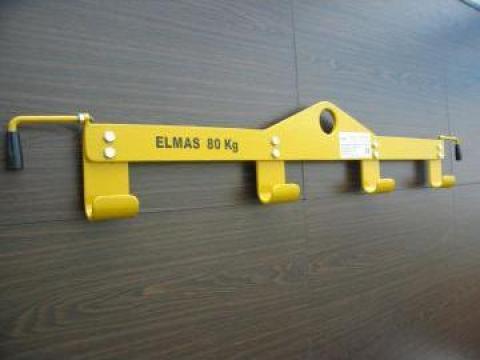 Dispozitiv de ridicat bidoane de la Elmas