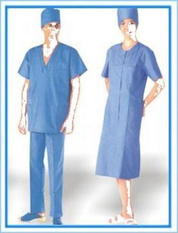 Costum medical cu boneta de la Johnny Srl.