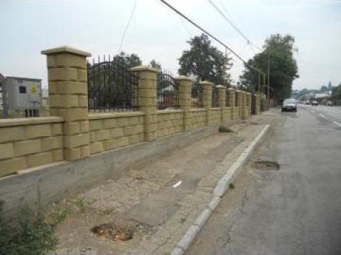 Boltari vibropresati pentru garduri de la Trainic Prodcom Srl