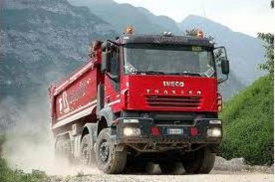 Inchiriere basculante Iveco Trakker de la Tacon Invest Srl