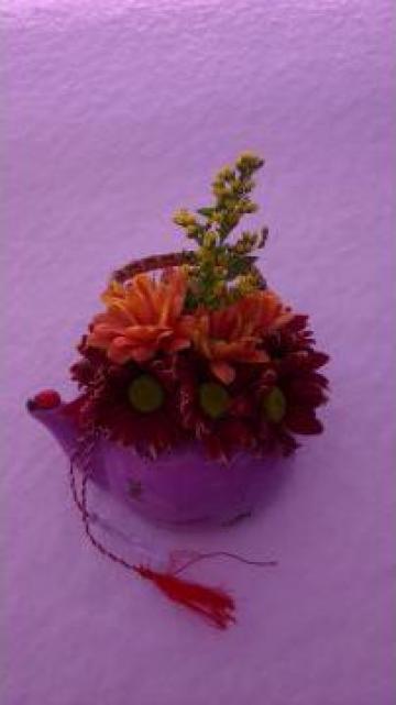 Martisor Ceainic din ceramica cu flori de la Sc Floraria Carmen Srl