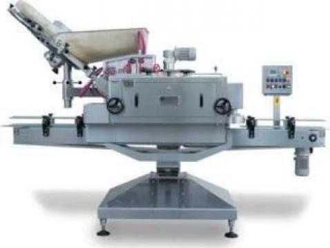 Masina de inchis recipiente automatica lineara C60 de la Damar Trading Srl.