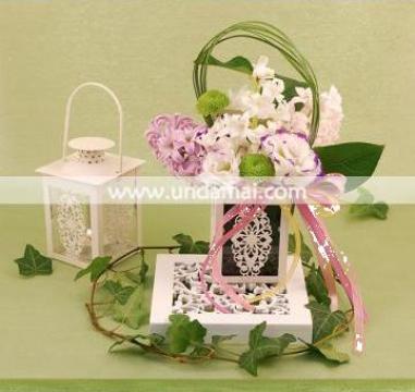 Aranjament floral felinar de la Unda Mai Srl