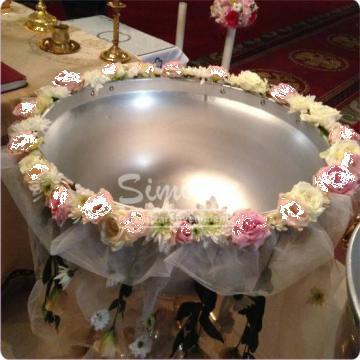 Decor cristelnita botez fetita cu flori naturale