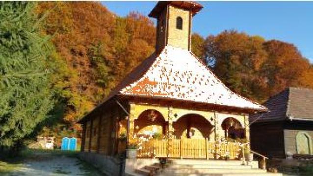 Biserica din lemn de brad Avrig C 240 de la Sc Home Lemn Srl