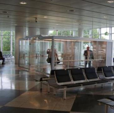 Cabina pentru fumatori Airport-Line de la Parcon Freiwald Srl