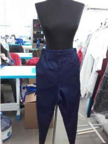 Pantaloni de salopeta