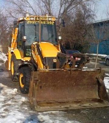Inchiriere buldoexcavator JCB 4X4