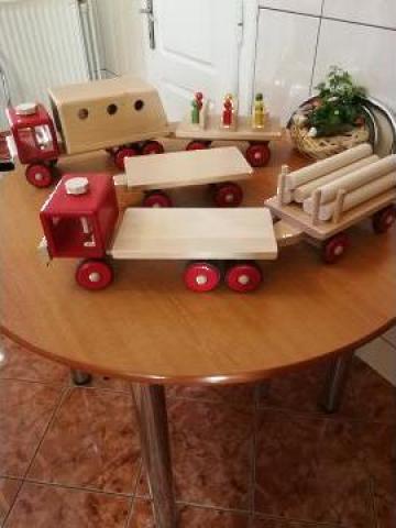 Jucarie masina din lemn cu remorca