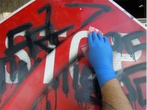Solutie curatat grafitti