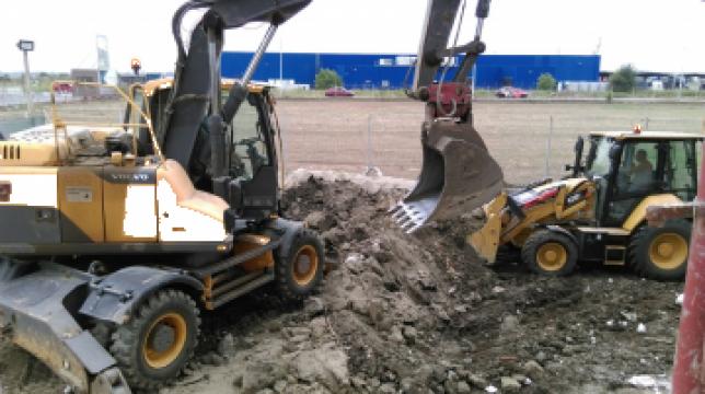Inchiriere excavator pe pneuri de la Com Trans Tudor C Srl