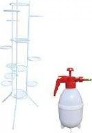 Suport Raki metalic alb pentru 15 ghivece, pompa de stropit de la Basarom Com