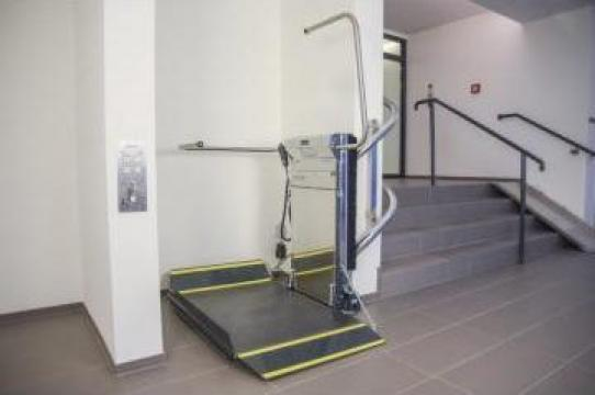 Platforme persoane cu dizabilitati in plan paralel