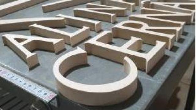 Litere rutate lemn tei de la Hexi Center Srl