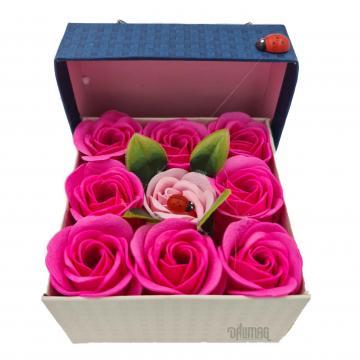 Aranjament floral 9 trandafiri sapun in cutie, rosu, roz de la Dali Mag Online Srl