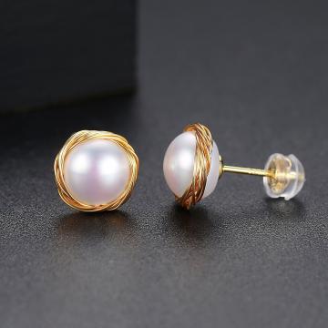 Cercei placati cu aur si decorati cu perla Genevive de la Luxury Concepts Srl