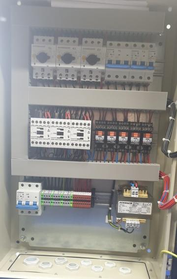 Tablou comanda grup pompare 2A+1P 2x2,2 KWDOL+1,5 KW DOL de la Electrosistem Prod Srl