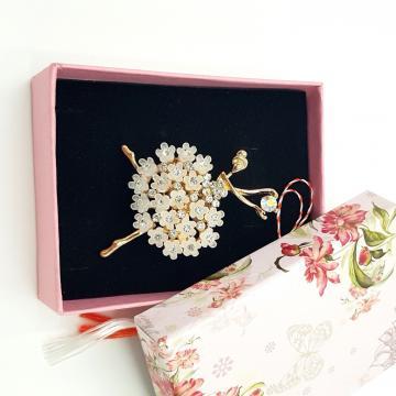 Martisor brosa Balerina cu flori in cutiuta ABGL26-ACGL21