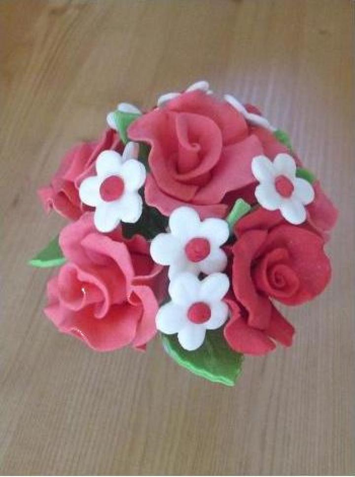 Decoruri prajituri buchet de flori