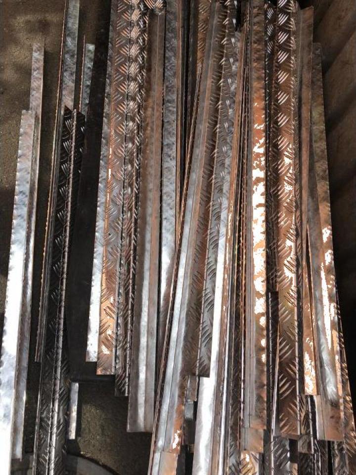 Cornier tabla striata aluminiu 2x30x30x1000 mm