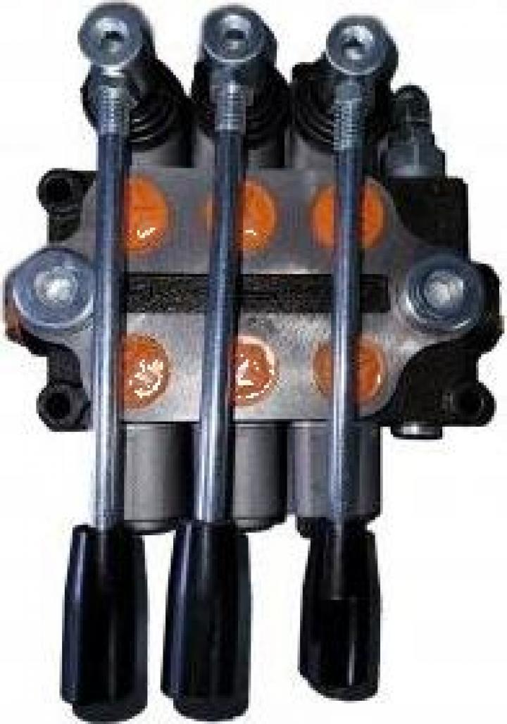 Distribuitor hidraulic cu 3 manete plug